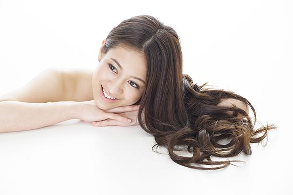 女性の髪の毛のイメージ